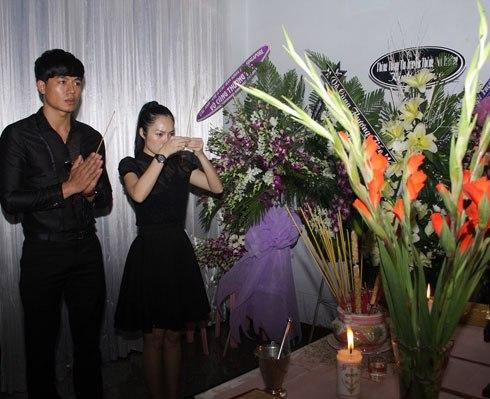 Diễn viên đau buồn viếng em trai nhạc sĩ Đỗ Quang